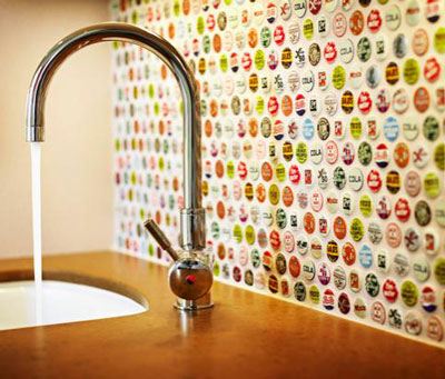 Beer Bottle Art Projects http://www.girlswholikebeer.com/2012/07/19/diy-beer-cap-projects/
